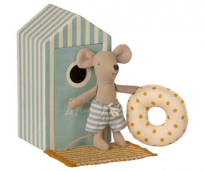 Beach mice, little brother in Cabine de Plage [0]