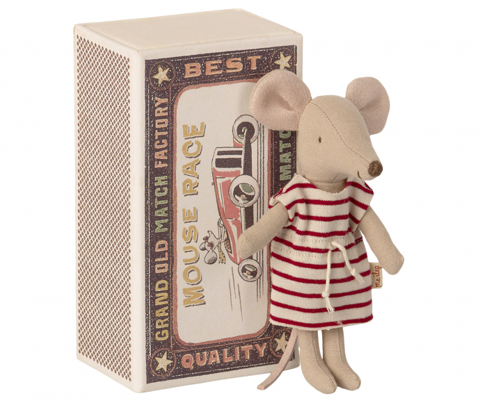 Big sister mouse in matchbox [0]