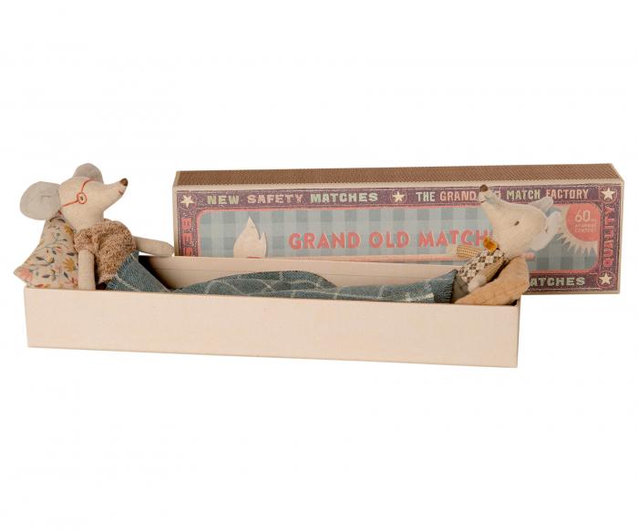 Grandma & Grandpa mice in matchbox 0