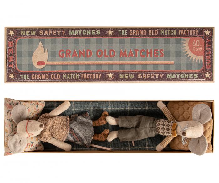 Grandma & Grandpa mice in matchbox 1