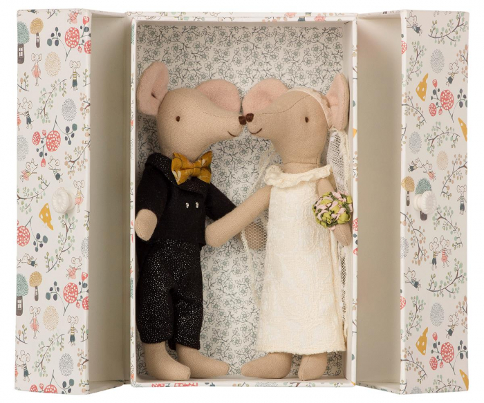 Wedding mice couple in box 0
