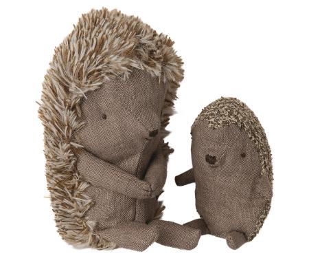 Baby hedgehog in leaf [3]