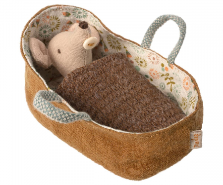 Baby mouse in carrycot0