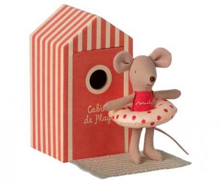 Beach mice, little sister in Cabine de Plage [0]