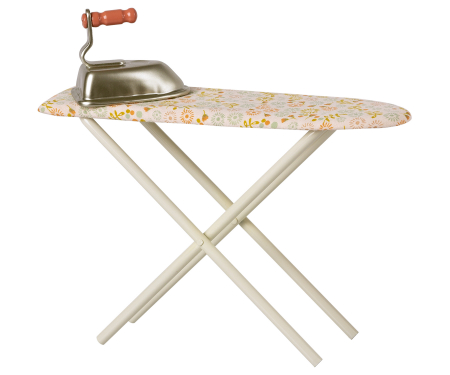 Iron & ironing board0