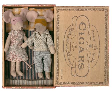 Mum & Dad mice in cigarbox [0]
