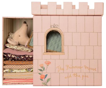 Princess and the Pea, Big sister mouse0