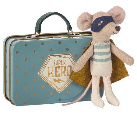 Superhero mouse in suitcase0