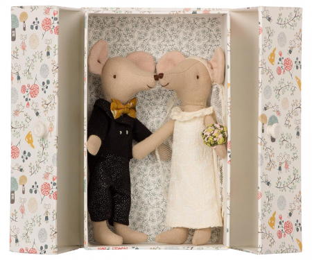 Wedding mice couple in box0