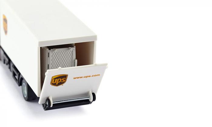 Jucarie macheta camion MAN transporter cu platforma ridicare colete si accesorii [3]