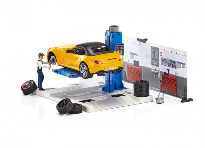 Jucarie bworld service auto cu masina Roadster si mecanic auto, Bruder [1]