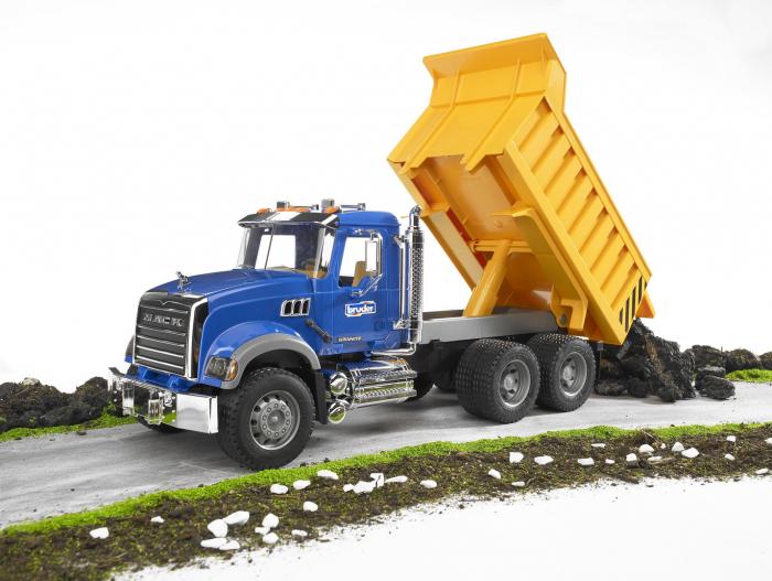 Camion basculant Mack Granite Bruder cu elemente cromate si functii reale 2