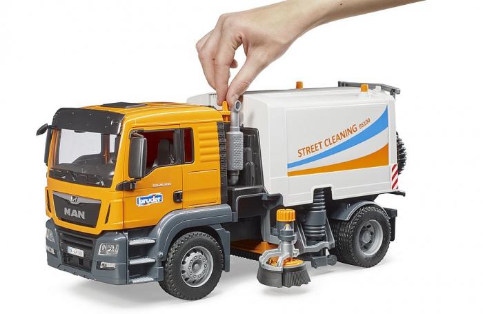 Jucarie camion curatare stradala MAN TGS. Bruder 1