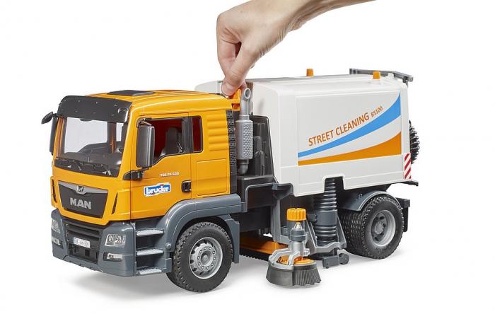Jucarie camion curatare stradala MAN TGS. Bruder 3
