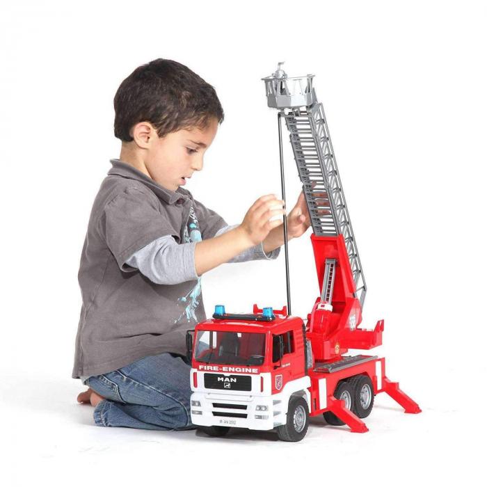 Jucarie Camion de pompieri  MAN TGA, cu pompa de apa si modul de lumini si sunet. Dimensiuni 47 x 17.5 x 24.2 cm 2