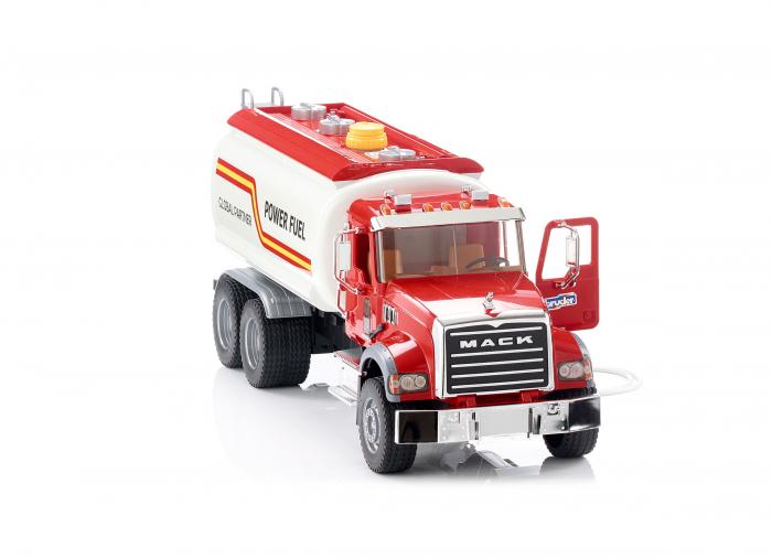Jucarie camion Mack Granite de tipul cisterna cu furtun apa, Bruder 1