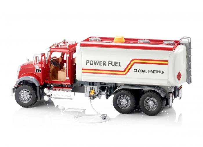 Jucarie camion Mack Granite de tipul cisterna cu furtun apa, Bruder 2