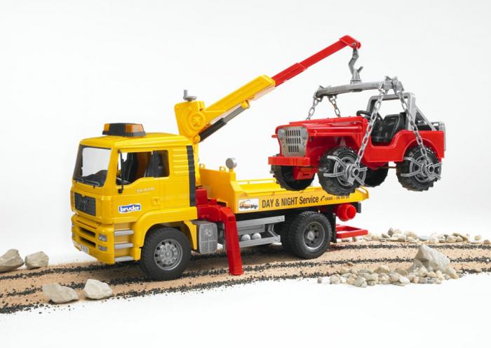 Camion galbem MAN TGA de tractare cu vehicul de teren rosu, Bruder 3