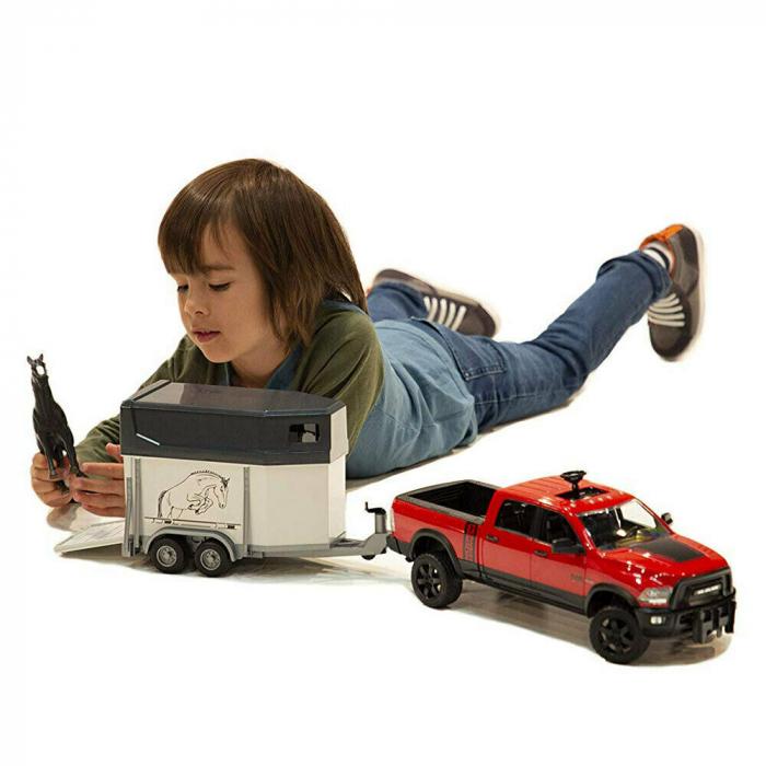 Jucarie Jeep RAM 2500 Power Wagon cu remorca cai si figurina cal Bruder 3