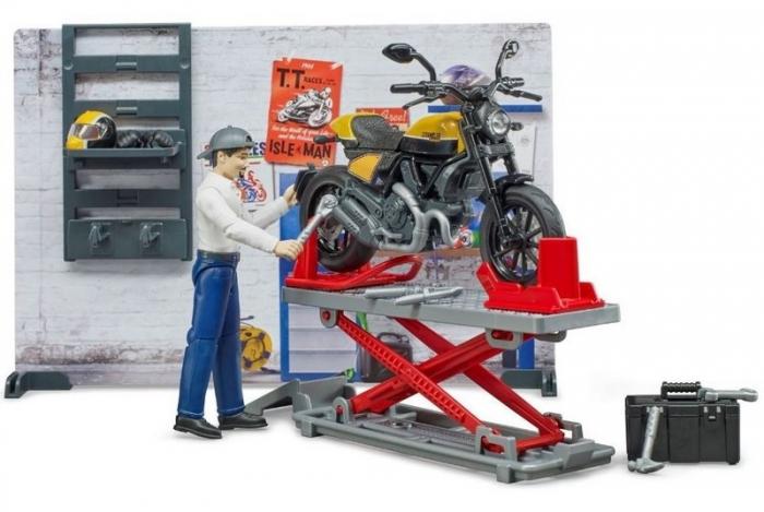 Jucarie service motociclete cu motocicleta Ducati Full Throttle Bworld si mecanic, Bruder 2