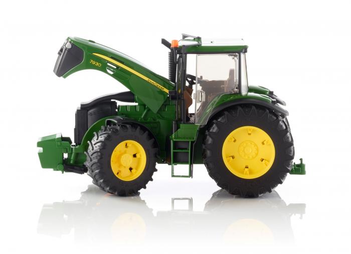 Tractor John Deere verde, modelul 7930, Bruder 1