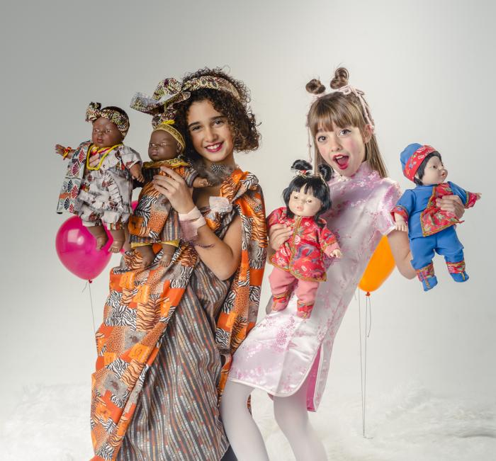 Papusa baietel Aki, colectia Educativa Friends of the World, Berjuan luxury dolls 1