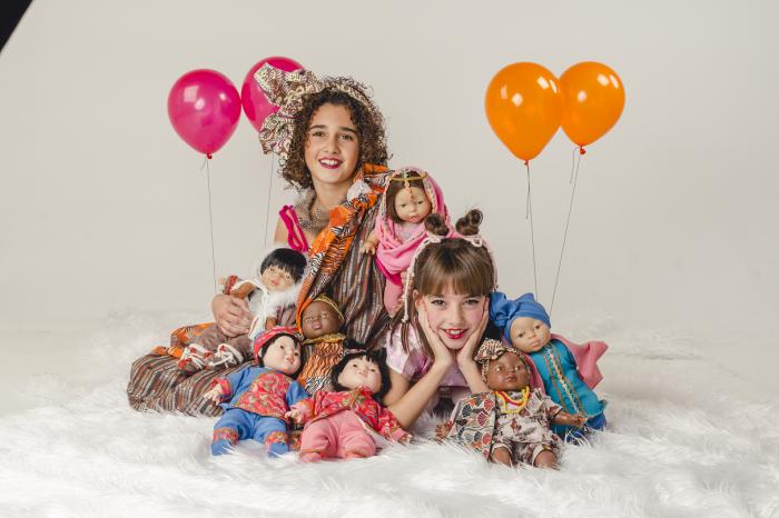 Papusa fetita Cyra, colectia Educativa Friends of the World, Berjuan luxury dolls 1