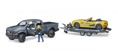 RAM Power Wagon cu masina de curse Roadster Bruder. Dimensiuni RAM 2500 40 x 17 x 15 cm, Roadster 27 x 12 x 9 cm0