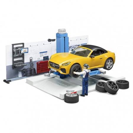 Jucarie bworld service auto cu masina Roadster si mecanic auto, Bruder [0]