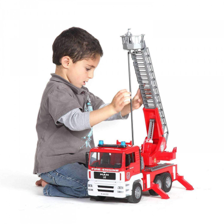Jucarie Camion de pompieri  MAN TGA, cu pompa de apa si modul de lumini si sunet. Dimensiuni 47 x 17.5 x 24.2 cm2