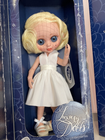 Papusa articulata Marilyn, Editie Limitata Deluxe, colectia The Biggers - 35 cm [4]
