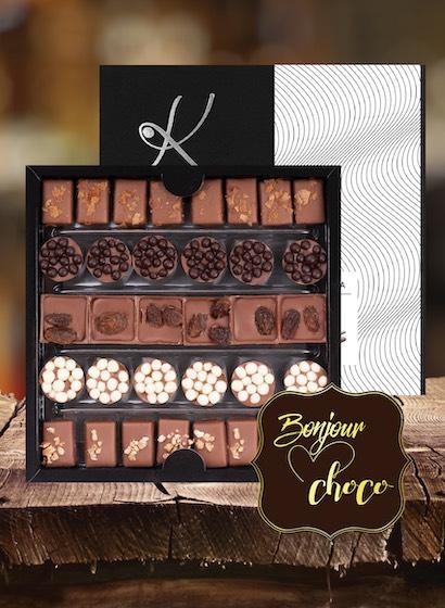 Asortiment bomboane de ciocolată cu gianduja