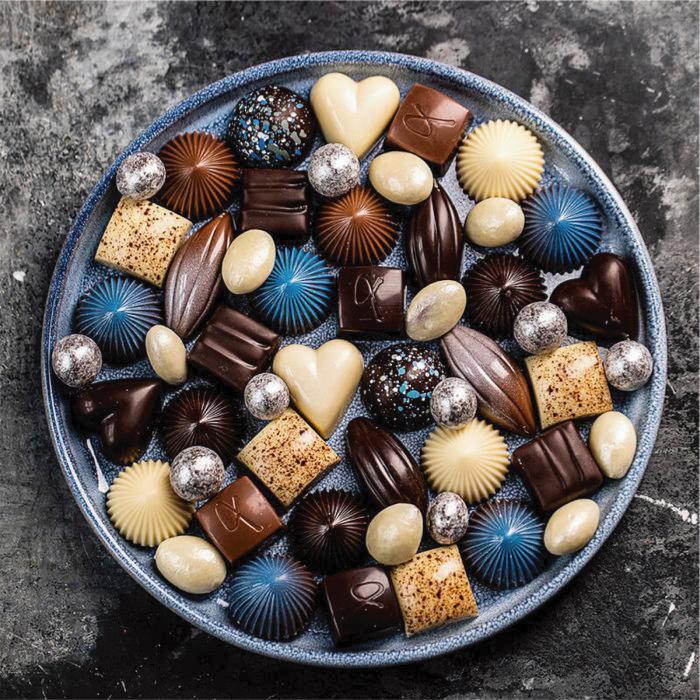 Limited Blue 16 - Selectie premium bomboane de ciocolata 140G [4]