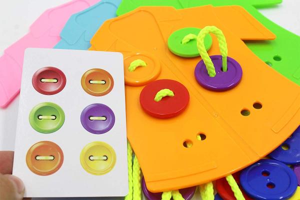 Joc şnuruit - Nasturii pe Haine (Clothes buttons) 3