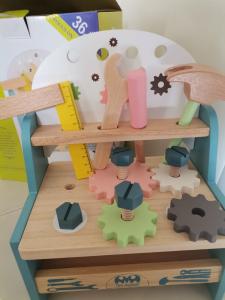 Jucarie din Lemn Montessori Banc de Scule Pastel - Masa de lucru copii5