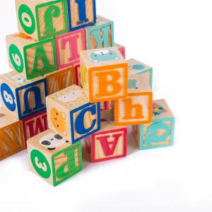 Set 26 cuburi din lemn pentru construit, cu litere, cifre și animale0