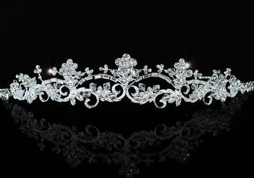 Tiara Borealy Elegant White Floral 2