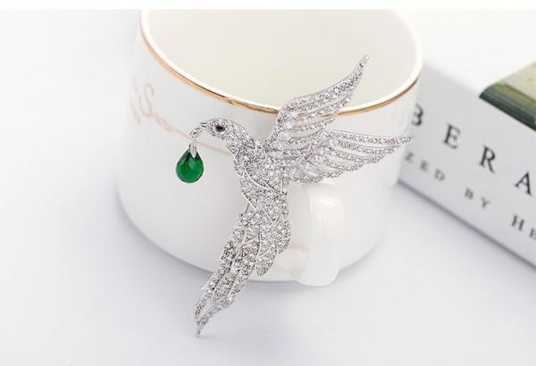 Broşă Eagle Emerald Drop by Borealy 2