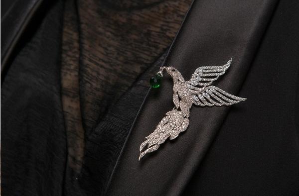 Broşă Eagle Emerald Drop by Borealy 1