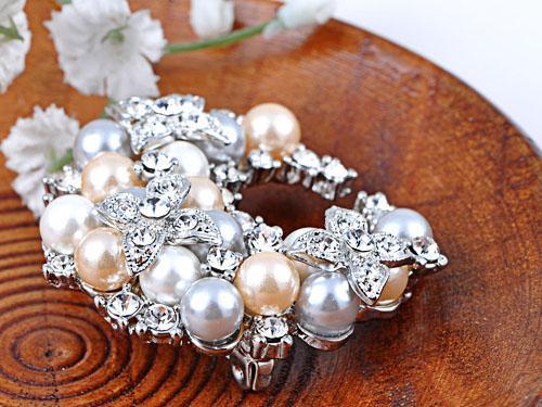 Broşă Pearl Semiluna by Borealy [2]