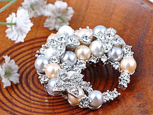 Broşă Pearl Semiluna by Borealy [1]