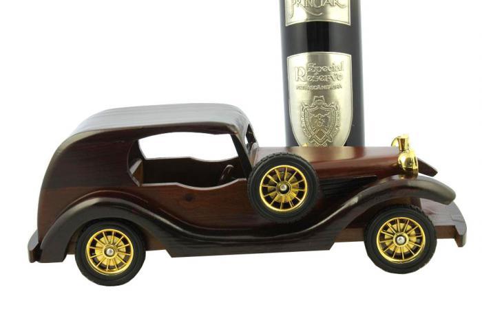 Rolls Royce Phantom II & Princiar Special Reserve Wine 2