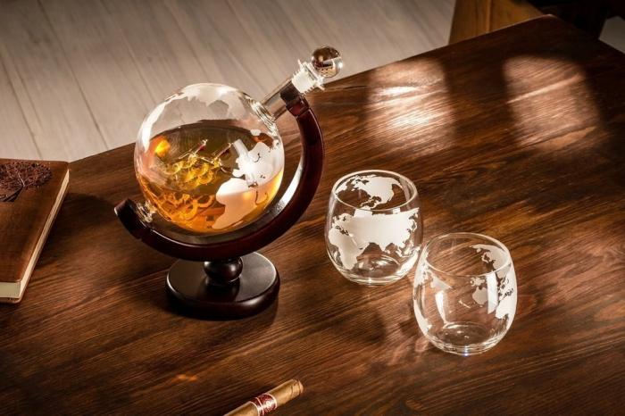 Cadou Decantor cu Doua Pahare Glob World [9]