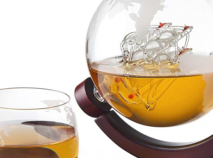 Cadou Decantor cu Patru Pahare Glob World & Suport Lemn [8]