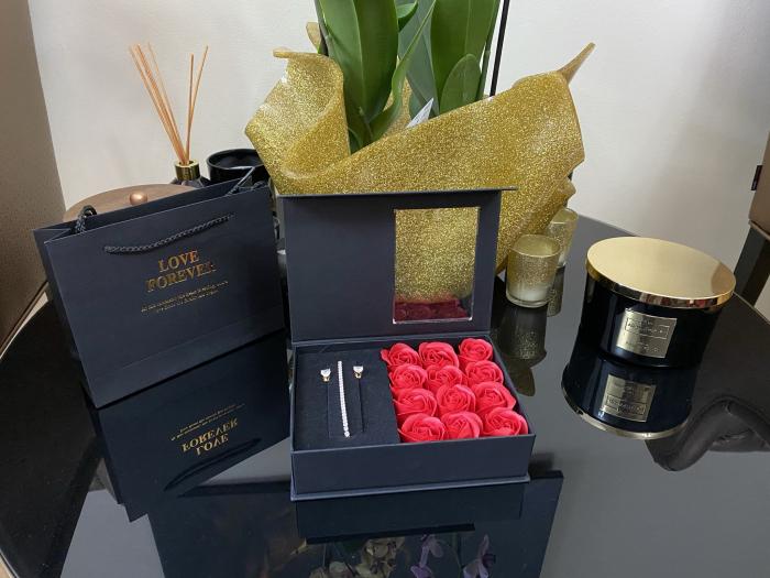 12 Trandafiri de Sapun & Bijuterii Borealy - Cadou 8 martie 1