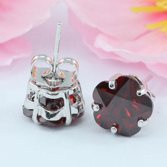 Cercei Borealy Sapphire Studs Flower Cut Red 3