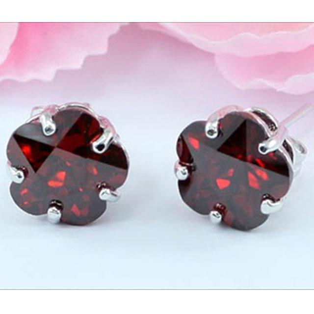 Cercei Borealy Sapphire Studs Flower Cut Red 4