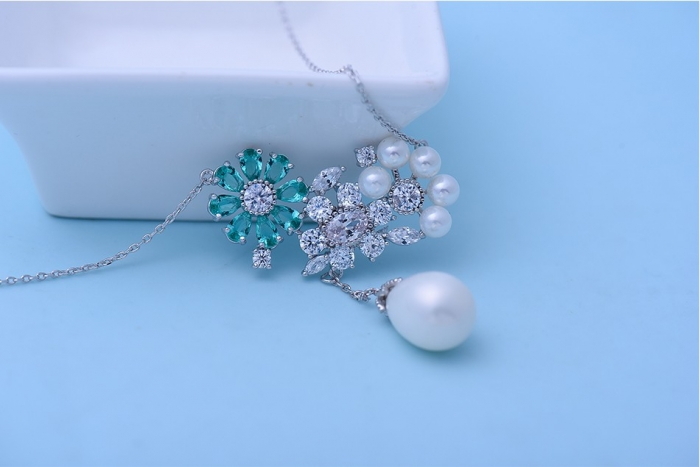 Colier Flowers Sky Blue & Pearls 1