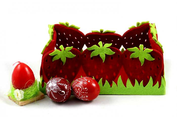 Cos Paste Red Strawberry Gift Basket 1