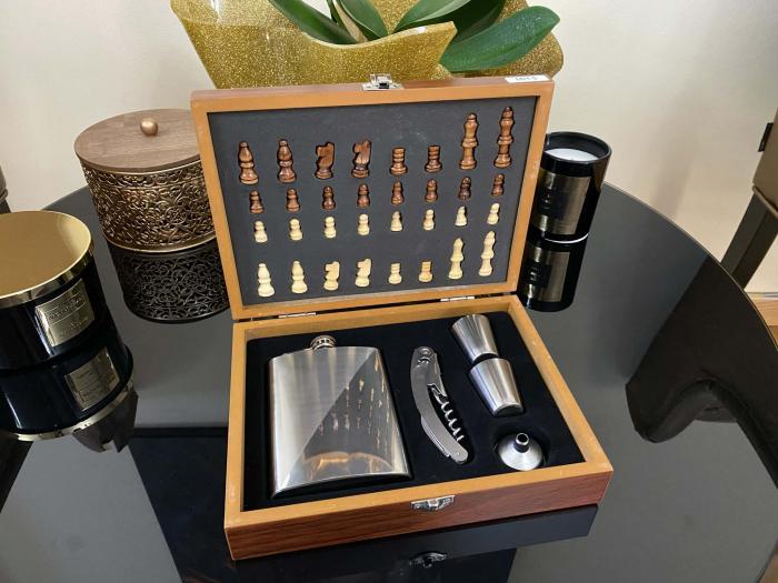 Cutie de sah cu set special pentru whisky si desfacator sticla [2]